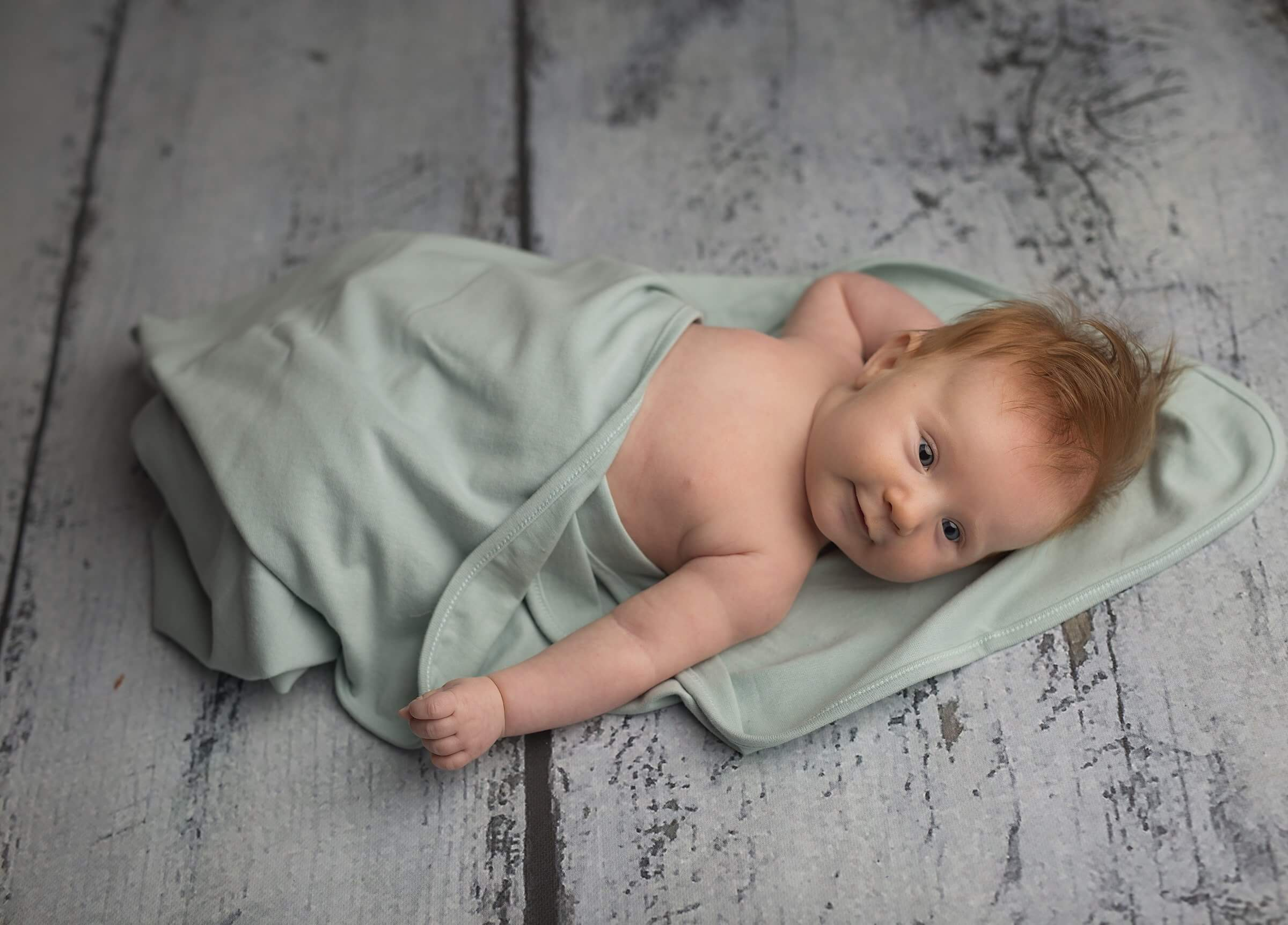 What should a bamboo swaddle be like? Why is wrapping a baby so important?